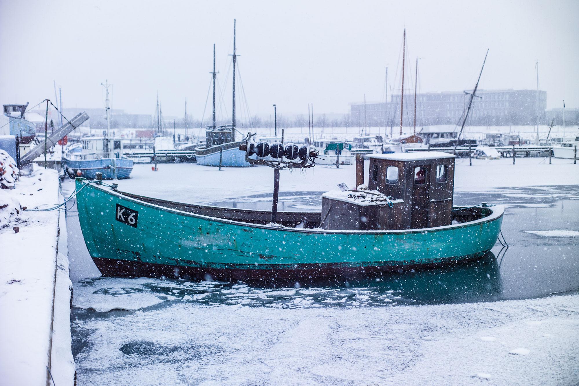 Fiskekutter i Københavns Sydhavn i isvinteren 2011.