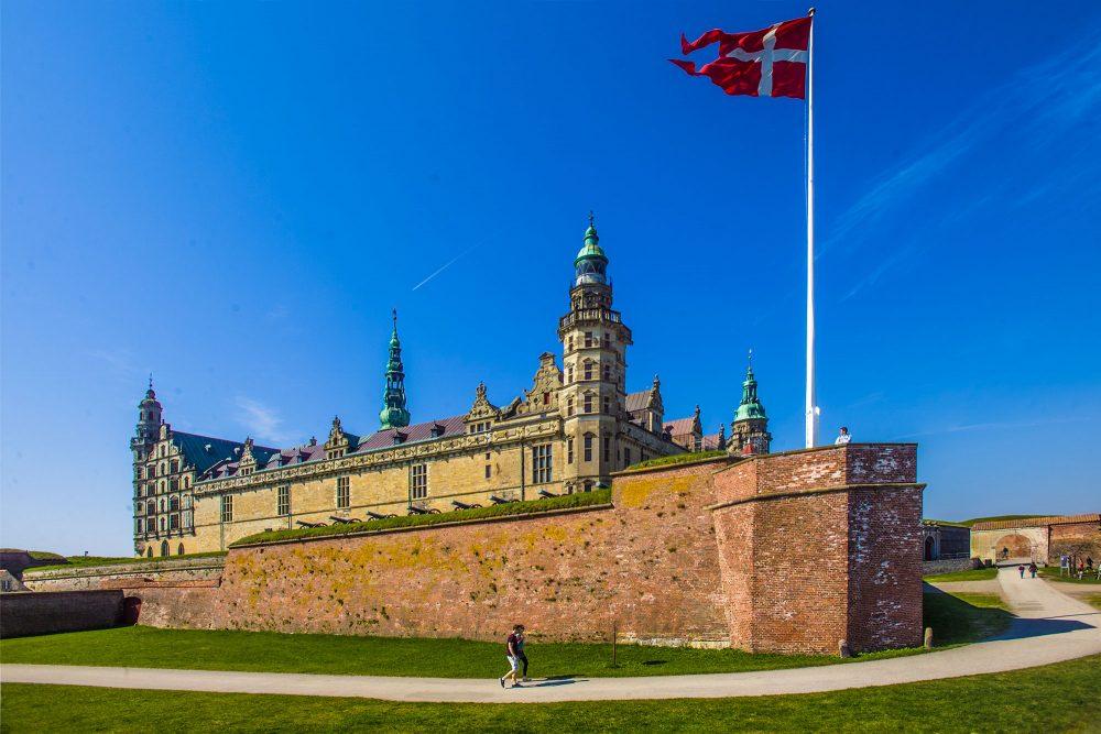 Kronborg slot i sommersol