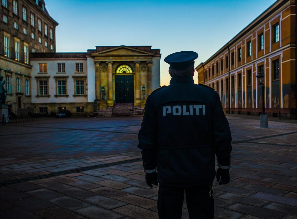 Politi foran Højesteret i København.