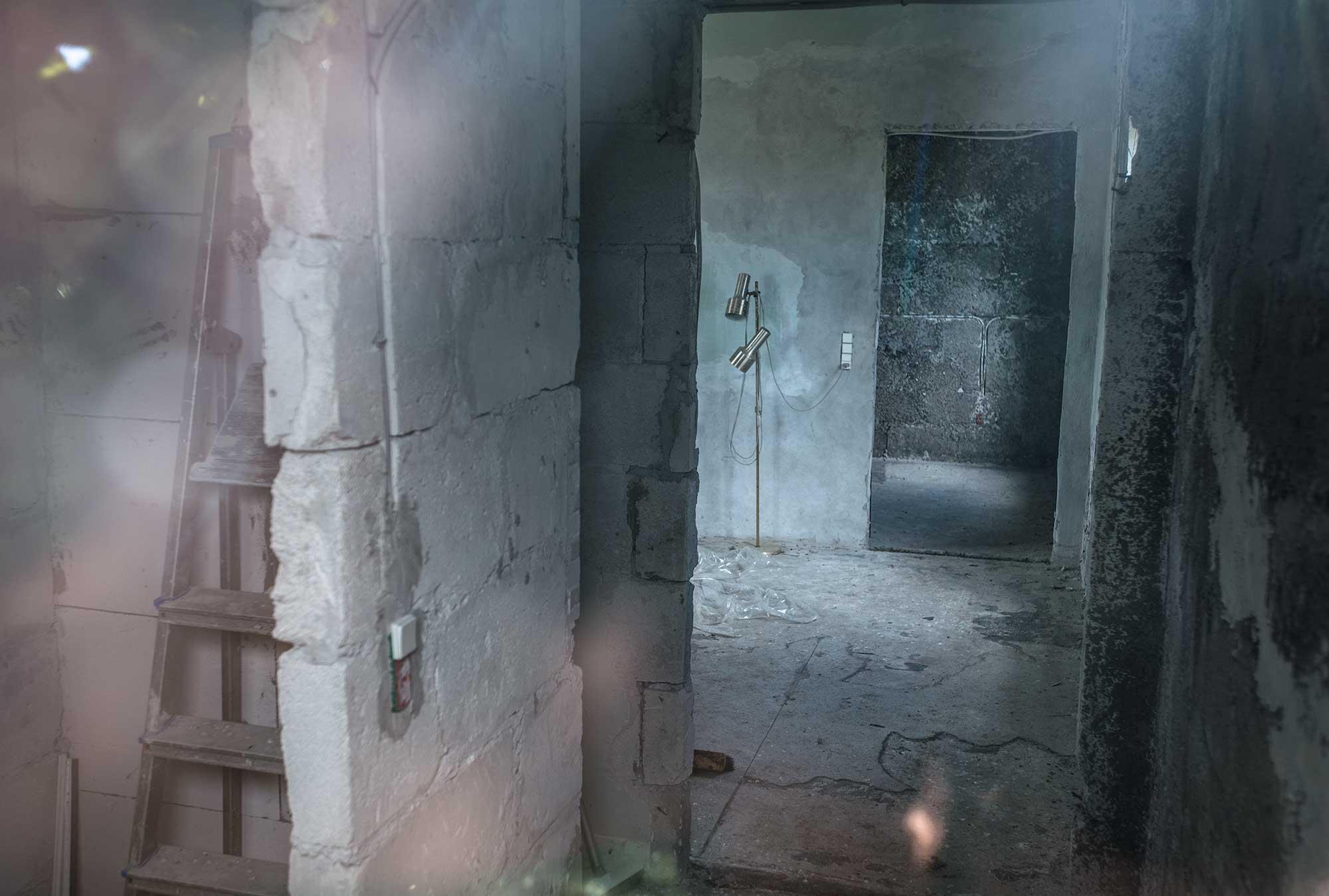 Et blik gennem vinduet i telefonhuset på saltholm