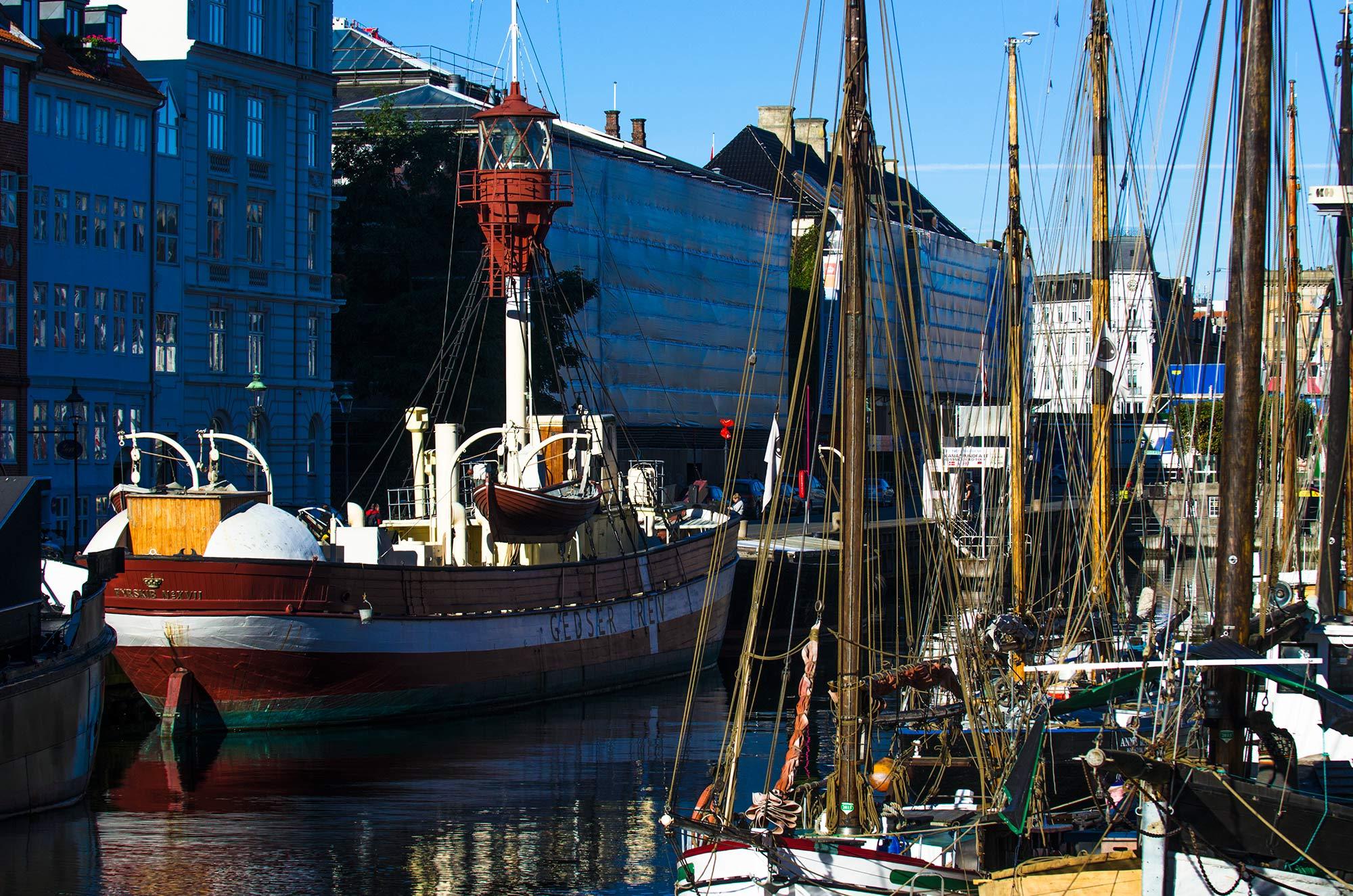 krestenhillerup.dk`foto af Fyrskib i Nyhavn