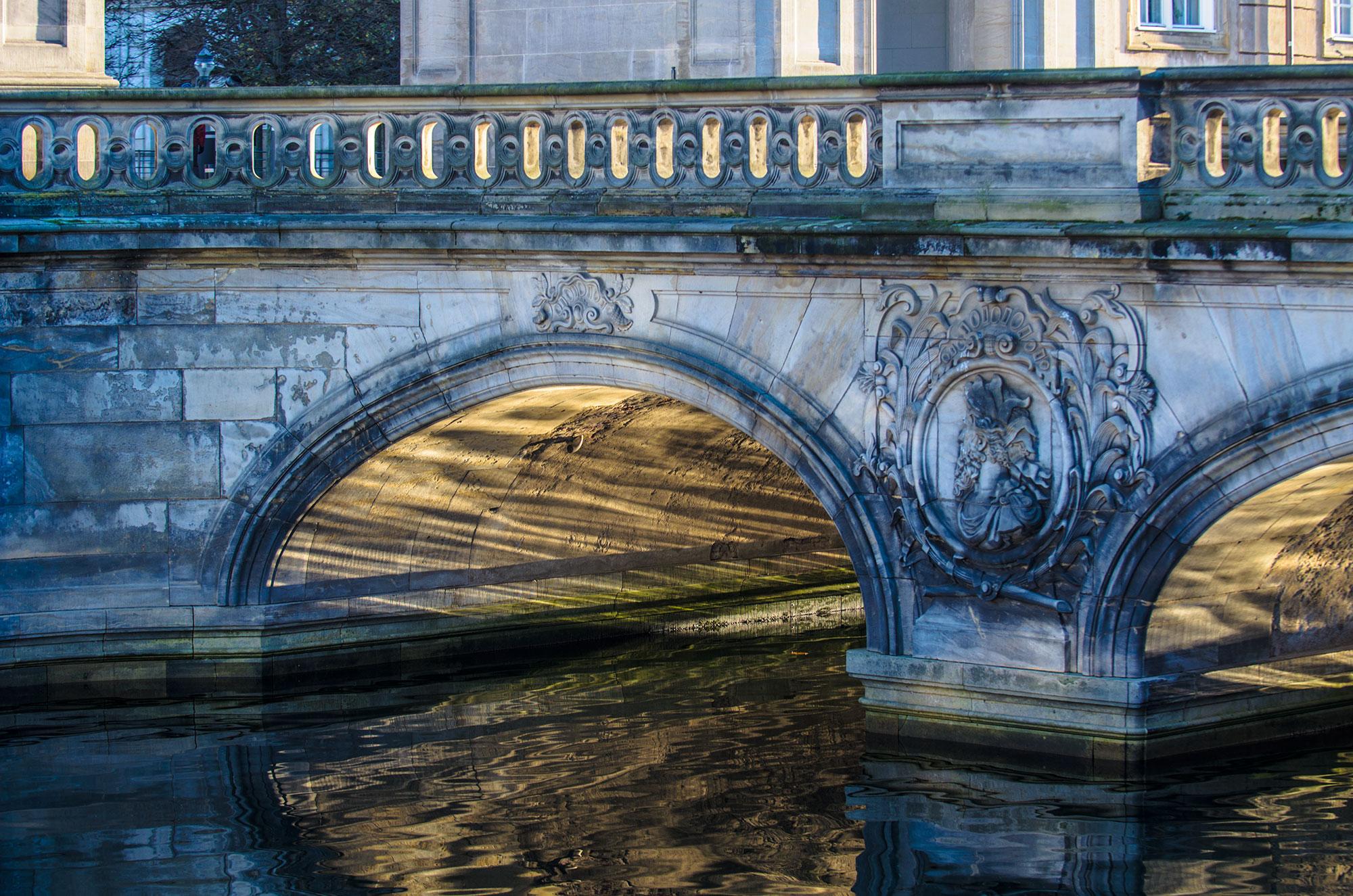 ChristiansBorg Bro i modlys