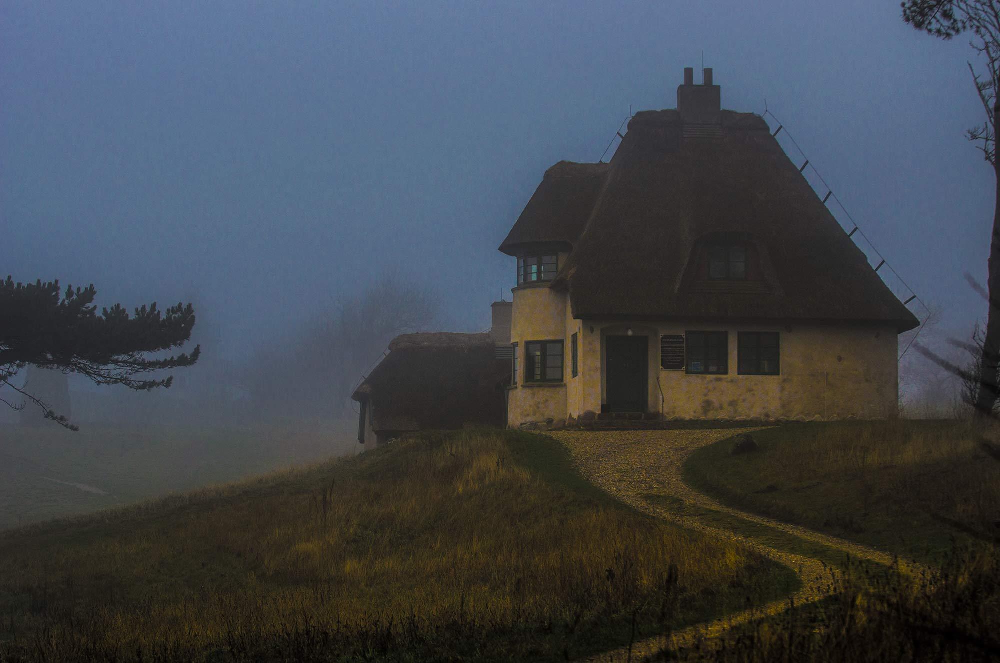 Knud Rasmussens Hus, Hundested i vinter tåge