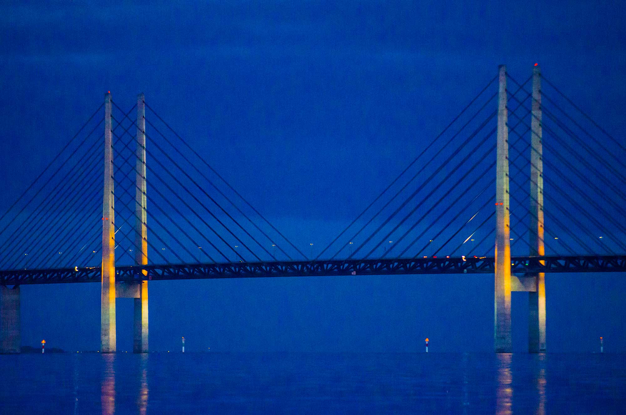 Øresund Bridge at Night with lights on - krestenhillerup.dk