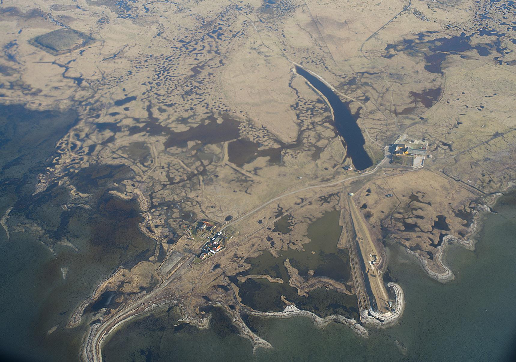 Luftfoto af Saltholm med bakkebro