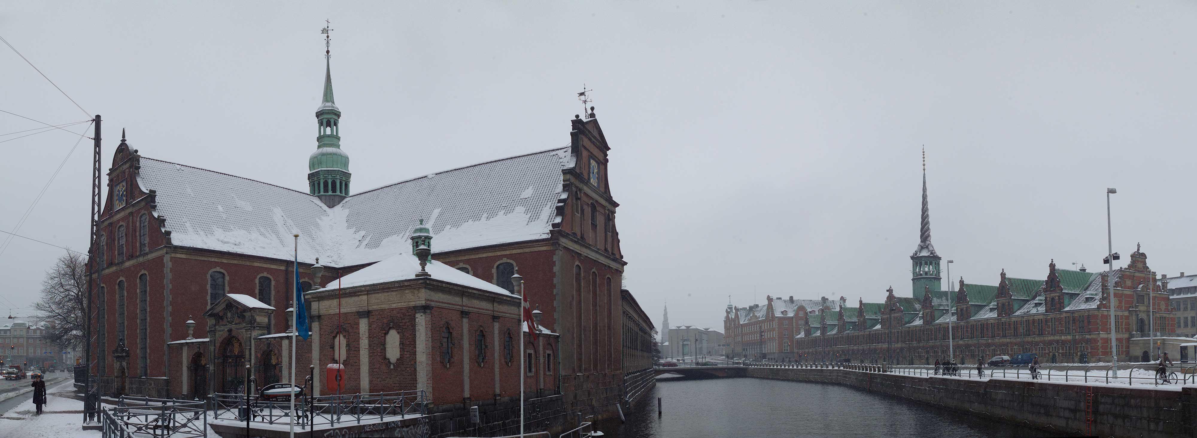 Holmens kirke og Børsen i snevejr