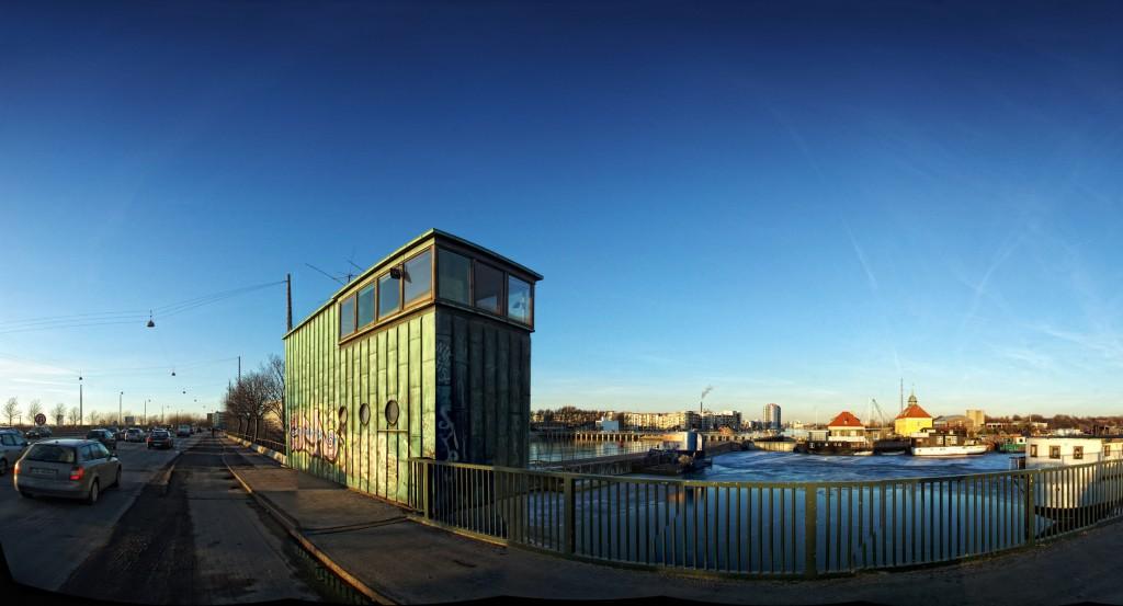Sjællandsbroen i aften sol, slusehuset